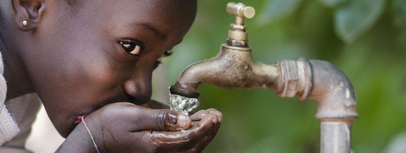 """Wasser ohne Grenzen: Fotoausstellung """"Wasserprojekte in Eritrea und Uganda"""""""